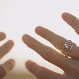 ANÍ ring